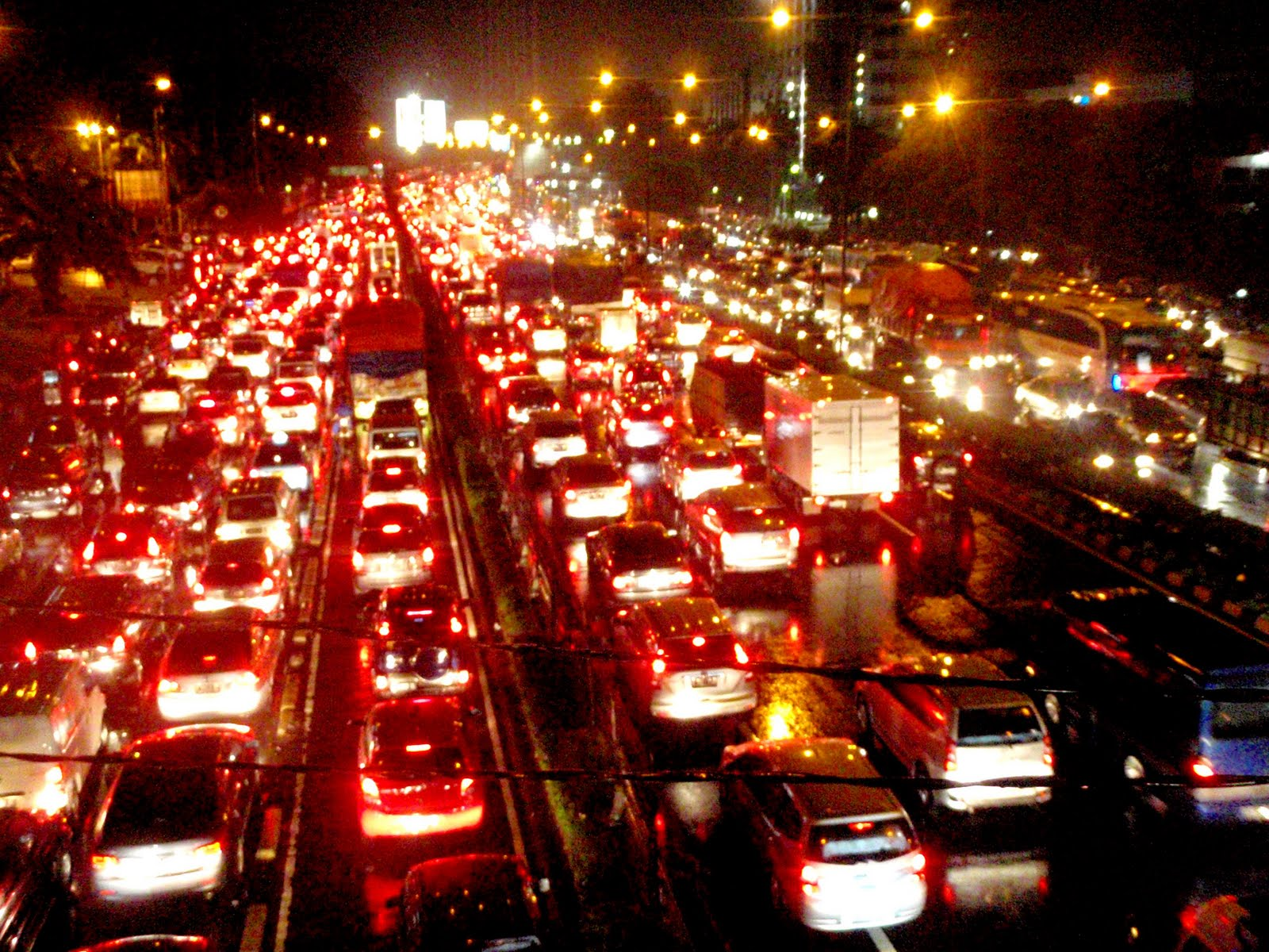 traffic jam in jakarta Total road length is 7,650 km with the road area is 401 km2 (62% of total area of the city) ▫ annual average growth of road length was aboaut 001% ▫ total demand for public transport in dki jakarta has reached 171 millon trips/day ▫ the total lost of traffic congestion estimated rp 128 triliun/year g p /y (time value, fuel.